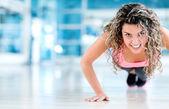Gym woman doing push ups — Stock Photo