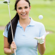 Woman playing golf — Stock Photo
