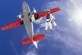Skydivers jumping out of an airplane. — Stock Photo