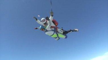 Skydivers in tandem — Stock Video