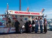 Fish stall in volendam — Photo