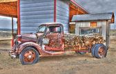 Truxton, arizona içinde tarihsel rota 66 boyunca eski kamyon — Stok fotoğraf