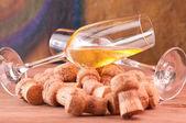 Fuoriuscita sopra i tappi di champagne da vicino — Foto Stock