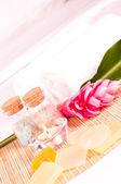 ピンク ジンジャーの花と石鹸ホリデー スパ コンセプト — ストック写真