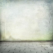 Grunge background old wall texture and sidewalk room interior without ceiling — Stockfoto