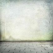 Interiér bez stropu místnost grunge pozadí staré zdi textury a chodníku — Stock fotografie