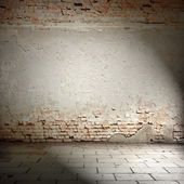 Bright plaster wall and blocks road sidewalk — Stock Photo