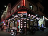 Kusadasi Bar street Tattoo shop — Stock Photo