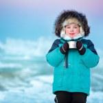 Cute five years old boy drinking hot tea in winter — Stock Photo