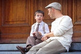 Young father and son outdoors in city — Stock Photo