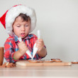 Cute little boy decorating the gingerbread cookies — Stock Photo
