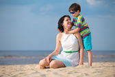 Mother and son having fun beach vacation — Stock Photo