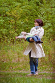 Mother and son enjoying time at spring park — Stockfoto