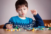 Five years old boy playing with building blocks — Stock Photo