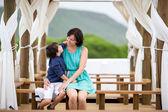 мать и сын с удовольствием во время летних каникул — Стоковое фото