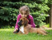 Девочка с щенком — Стоковое фото