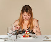 Lady eating pancake — Stockfoto