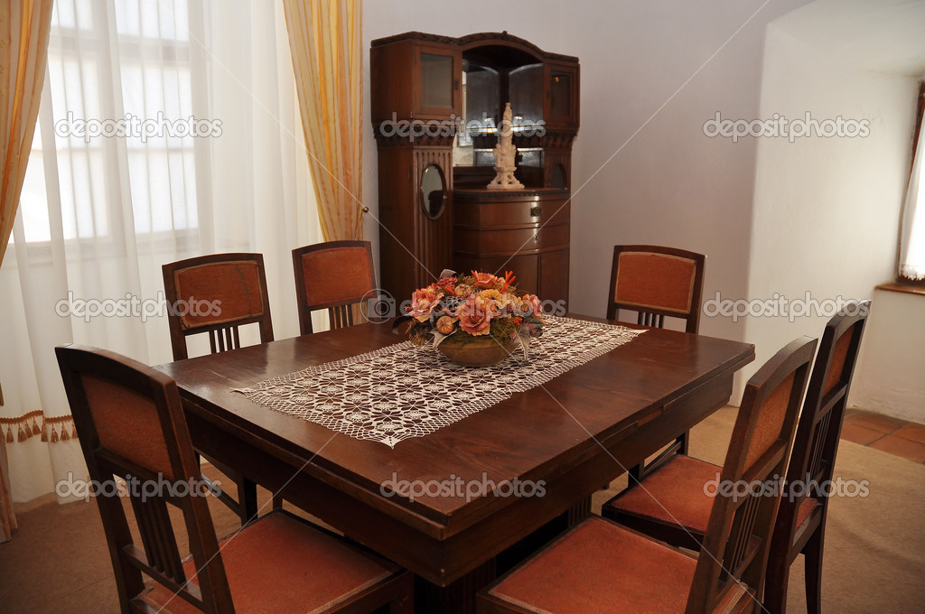 Wooden chairs and table in a classic dining-room — Stock Photo #13315084
