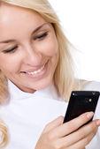 Mladý usmívající se doktor s mobilním telefonem — Stock fotografie