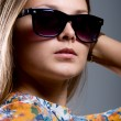 Portrait of a girl wearing sunglasses — Stock fotografie