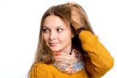 Ritratto di una giovane e bella donna alla ricerca da parte. — Foto Stock