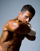 Close-up portrait of a kick-boxer in a fighting stance. — Stock Photo