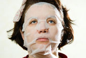 Closeup beauty portrait of woman with a mask on her face for tre — Stock Photo