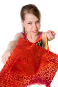 A girl holds a shopping bag. — Stockfoto