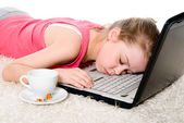 Tired girl sleeping on the laptop. — Stock Photo