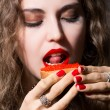 Beautiful girl eats a sandwich with red caviar. — Stock Photo