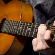 Acoustic guitar guitarist playing — Stock Photo