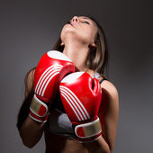 Girl with boxing gloves in front, opening the neck.  — Foto de Stock