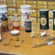 Various pharmacy bottles of homeopathic medicine - Foto Stock