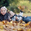 Happy little kids in autumn park — Stockfoto