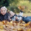 Happy little kids in autumn park - Foto Stock