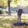 Girl with autumn leaves in the beauty park — Foto Stock