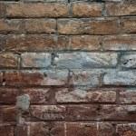 väderbitna färgade gammal tegel vägg bakgrund — Stockfoto #25969979