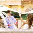 Happy couple playing in the fountain — Stockfoto