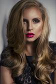 ピンクの唇を持つセクシーな女性 — ストック写真