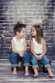 Two happy kids in studio — Stockfoto