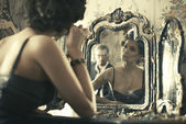 Woman looking at mirror reflection. — Foto de Stock