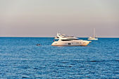 Yacht en mer — Photo