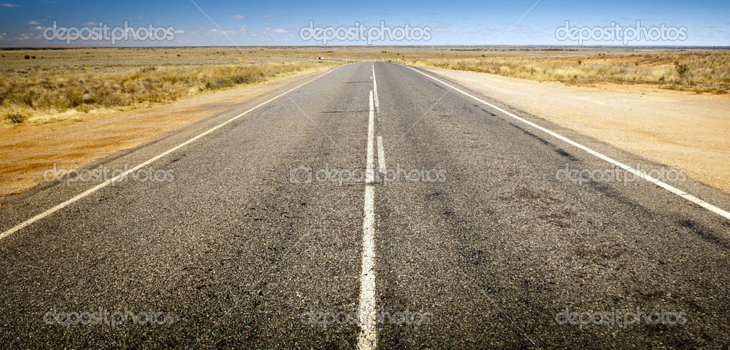 Open road ahead, endless road for concept — Stock Photo #14137101