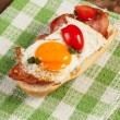 Sandwich with a fried egg and bacon — Stock Photo #46136093
