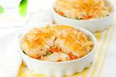 Kip en plantaardige pie — Stockfoto
