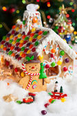 Gingerbread house and snowmen — Stock Photo