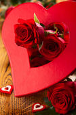 Red roses and heart — Stock Photo