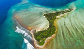 Isolated island in Maldives from above — Stock Photo