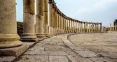 Ancient Greek and Roman columns in Jerash, Jordan — Stock Photo