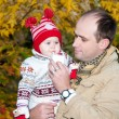 Happy father holds on hands his little daughter — Stockfoto
